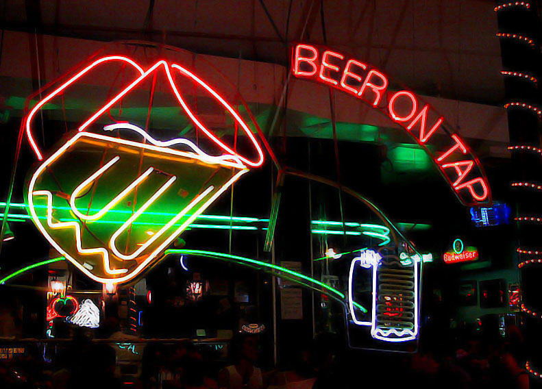 Neon sign in Little Italy