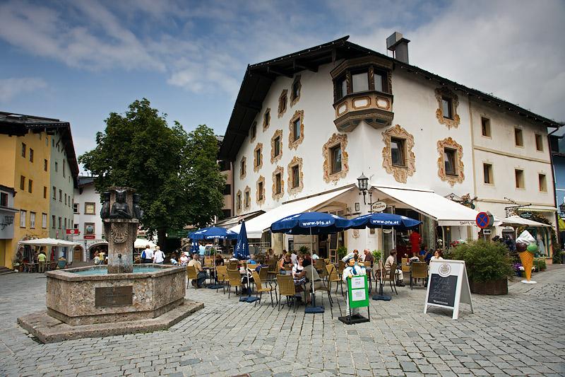 Kitzbühl: Main Square & Small Fountain