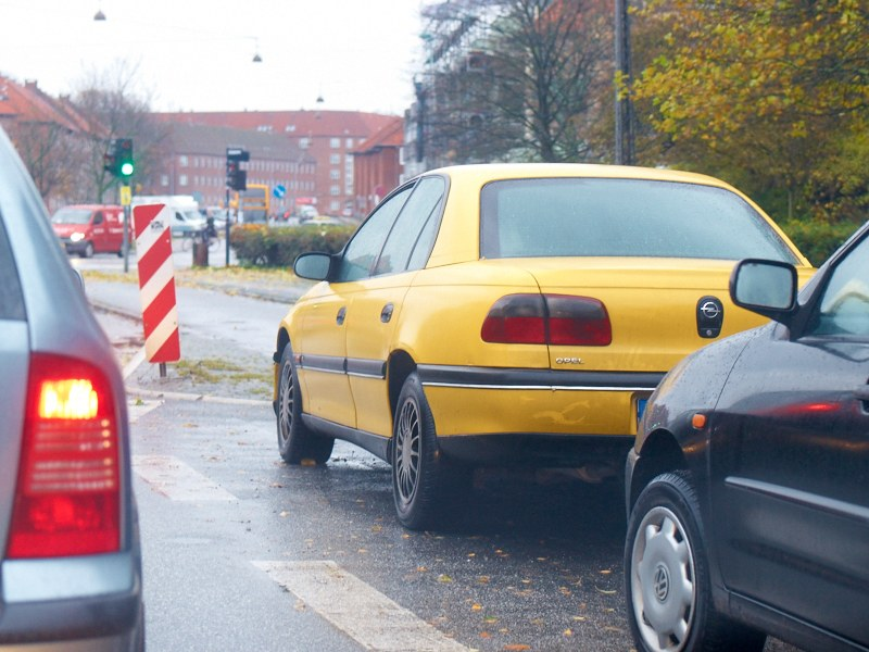 2010-11-03 Yellow car