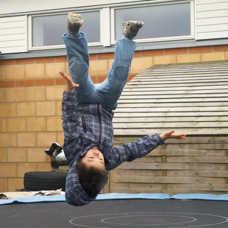 2011-02-06 Oliver on trampolin