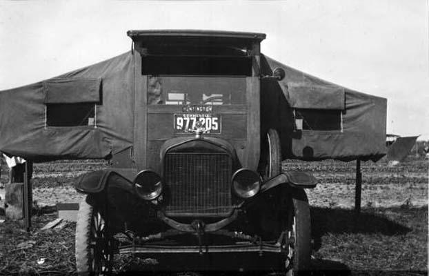 1923 - Frederick F. Gardiners camper automobile in Hialeah