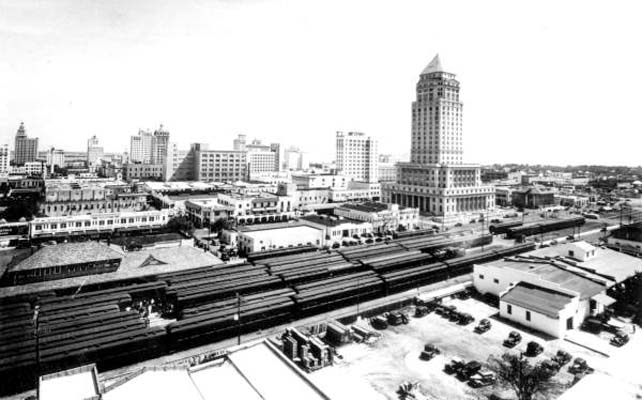 1930s - the Florida East Coast Railway Station in downtown Miami