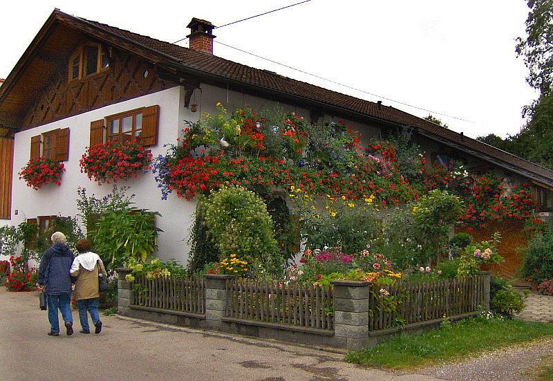 A BEAUTIFUL HOUSE   743