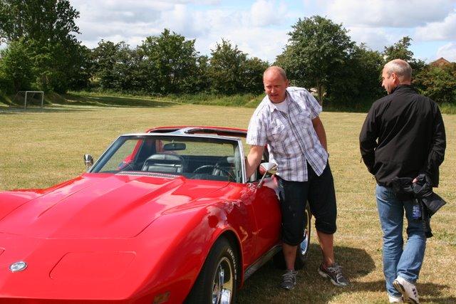 Rene ved sin  Chevrolet Corvette Stingray