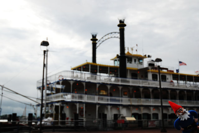 henry and the riverboat