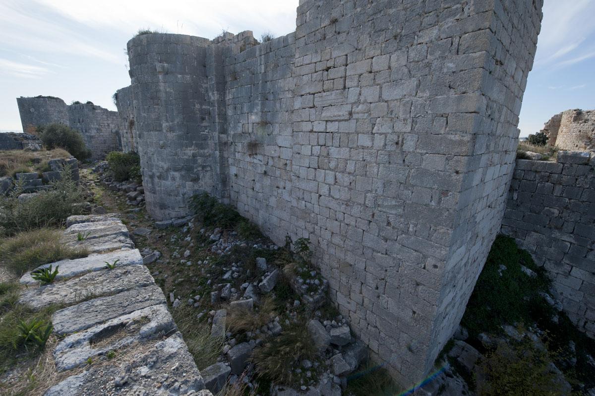 Kizkalesi and Ayas December 2011 1138.jpg
