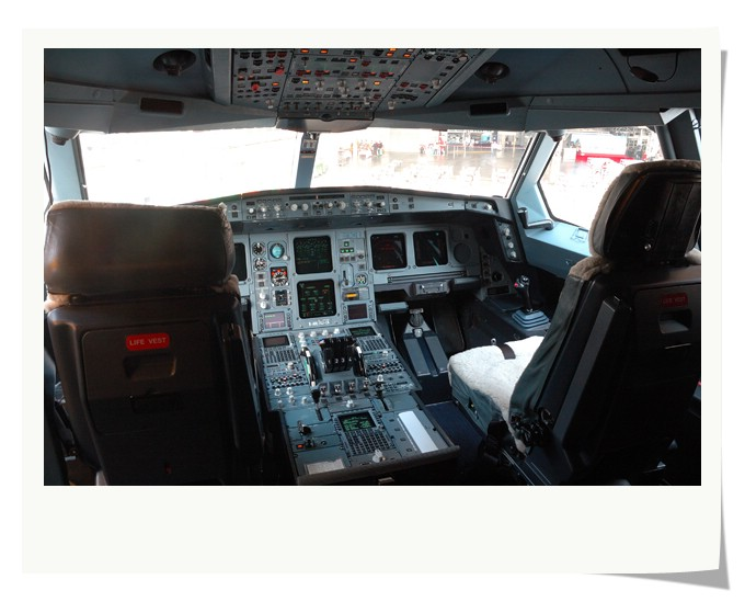 Cockpit of A340