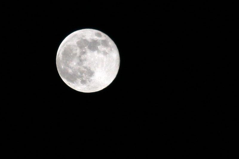Tug, Tug, tug the moon
