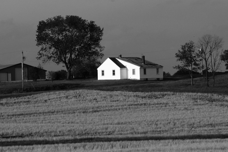 Farmhouse - black and white