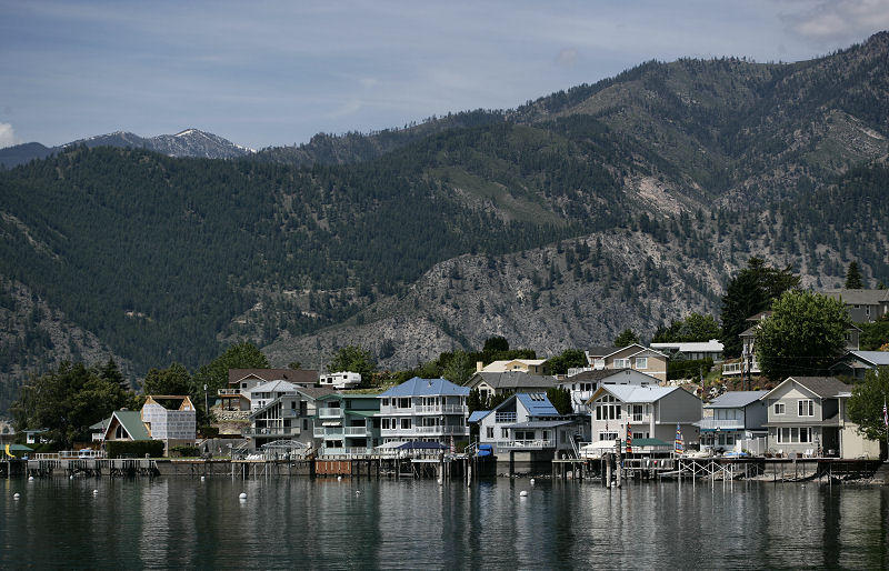 Lake Homes in the Foothills