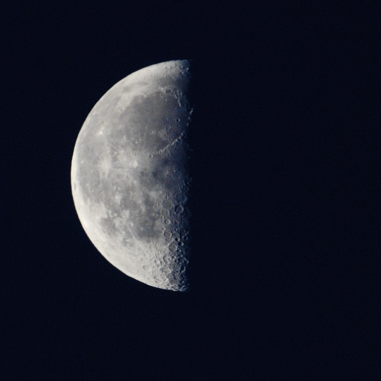 detail on the moon seems better than ever; I am told it is 14000 miles near than usual, must make all the difference