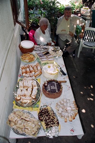 Asztal sütikkel - Table with cakes 02.jpg