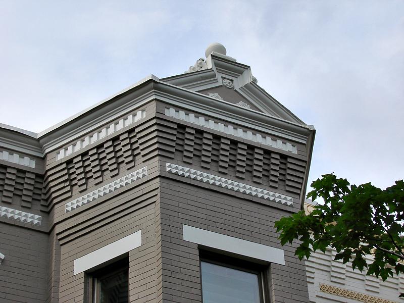 Unusual neighboring roofs
