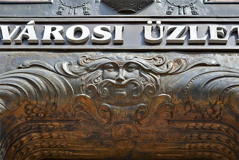 Belvárosi Üzletház: Details of a bygone era