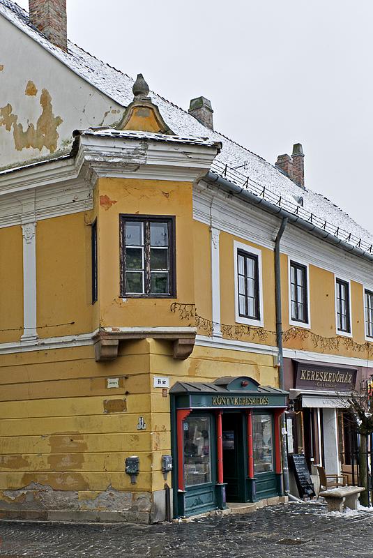 Colorful building on Fő ter