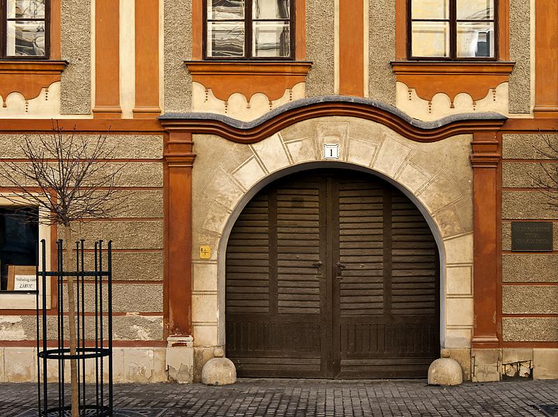 Elegant door on Miklós Jurisics tér