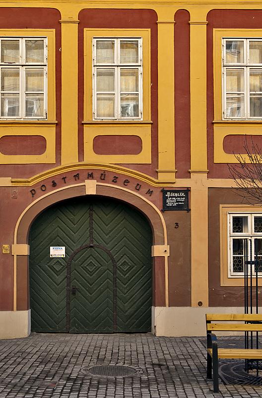 Posta Múzeum on Miklós Jurisics tér