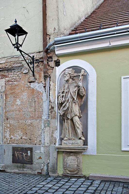 Street-side shrine to Szent János
