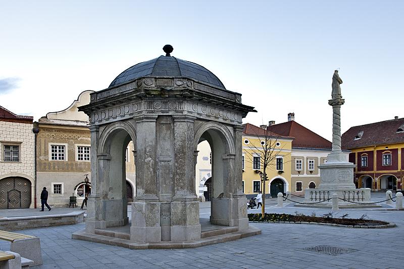 Miklós Jurisics tér fountain