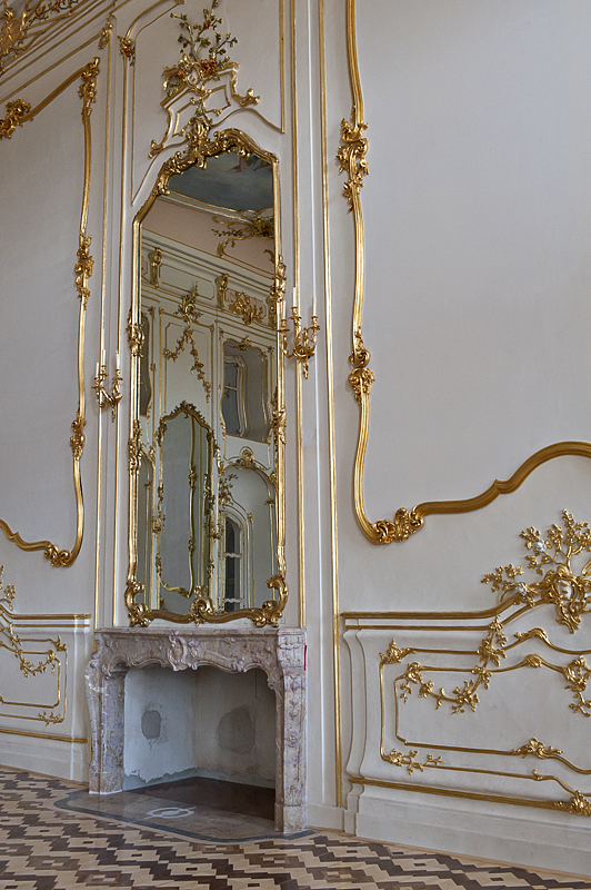 Ceremonial hall, revisited: Mirrored