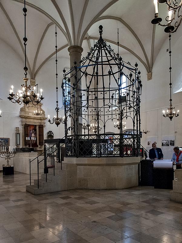 Old Synagogue, interior