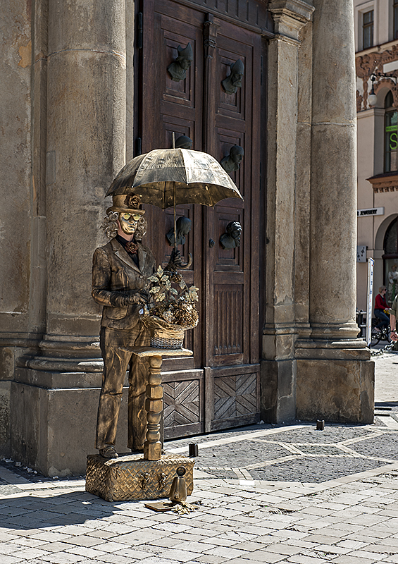 Bronze man at St. Marys