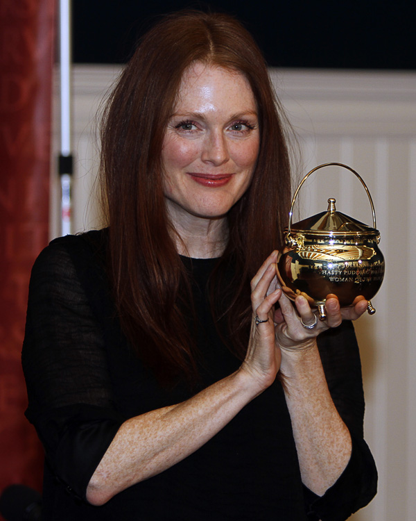Julianne Moore Harvard Hasty Puddding Woman of the Year 2011