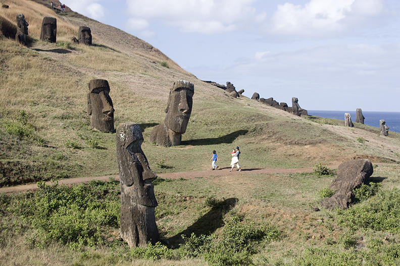 chile, easter island:Rano Raraku