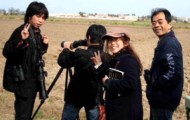 Daisuke and his familly birdwatching and photographing in the Ebro Delta