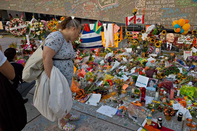 Chalk Memorial to  Jack Layton