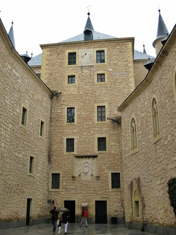 Alcázar de Segovia. Patio del Reloj