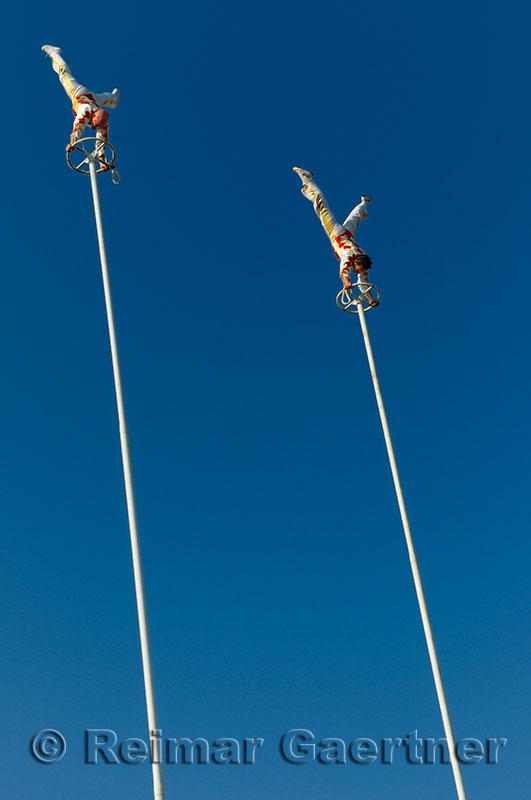 245 Thrill Pole Acrobates 1.jpg