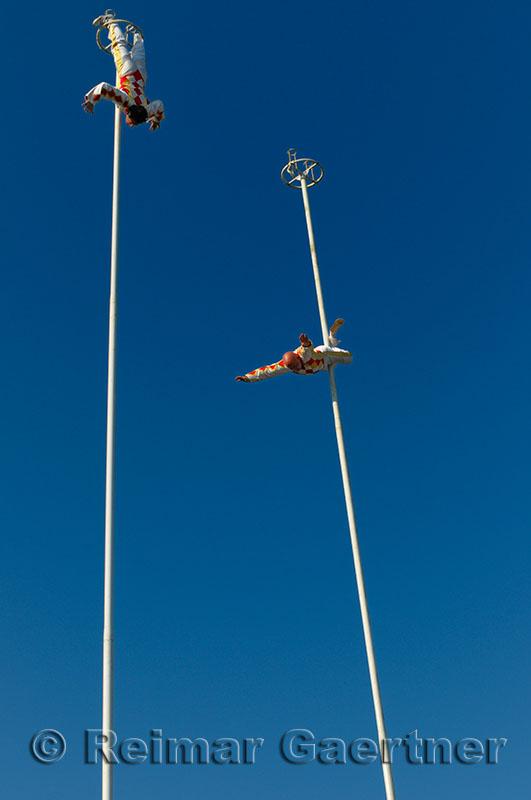 245 Thrill Pole Acrobates 3.jpg