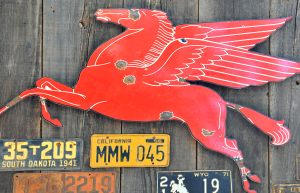 Old-Style Mobil Sign!