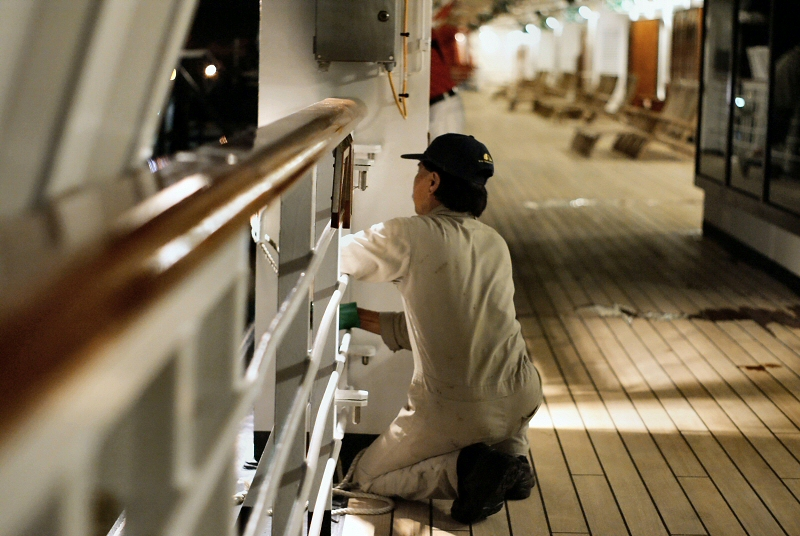 Noordam worker on Promenade