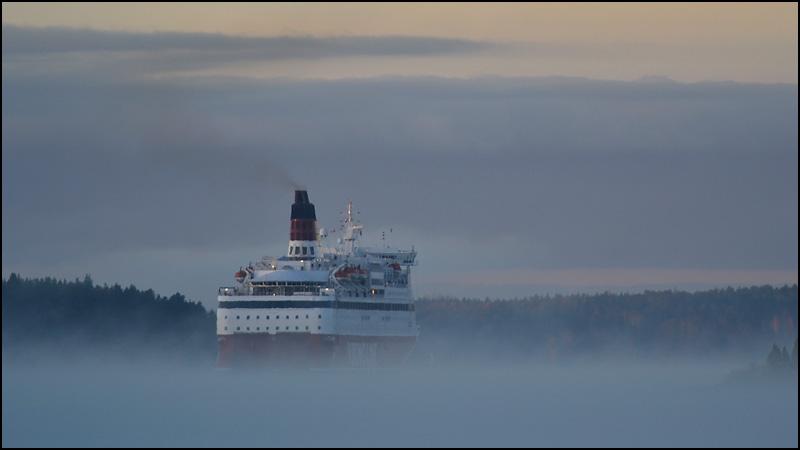 Cruise ship in fog 101102