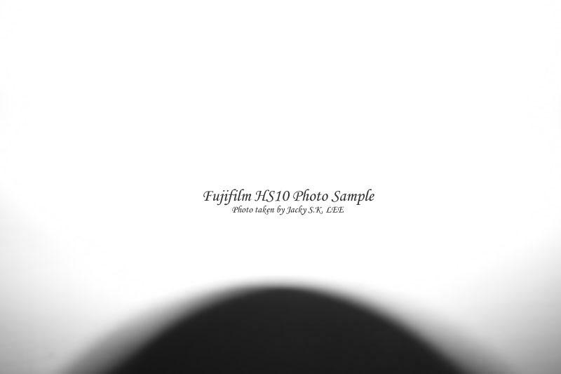 focus distance = 5 cm (built-in flash on)