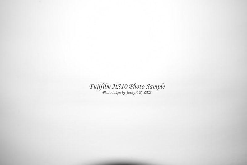 focus distance = 10 cm (built-in flash on)
