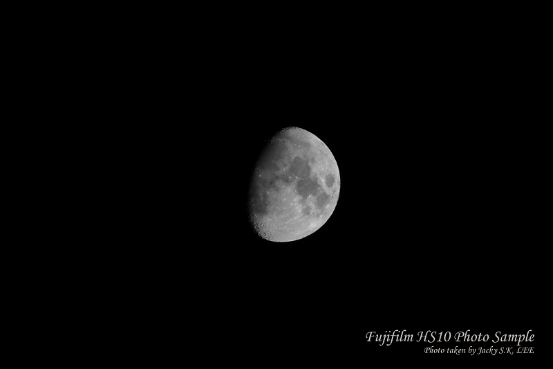 The moon at 720mm (B&W mode, with tripod)