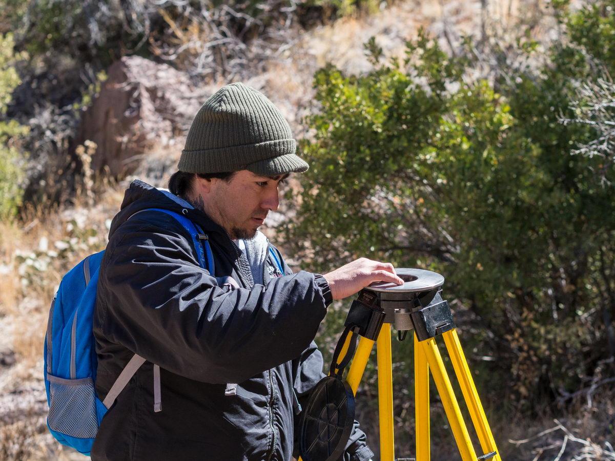 Chris Diaz, setting up the tripod