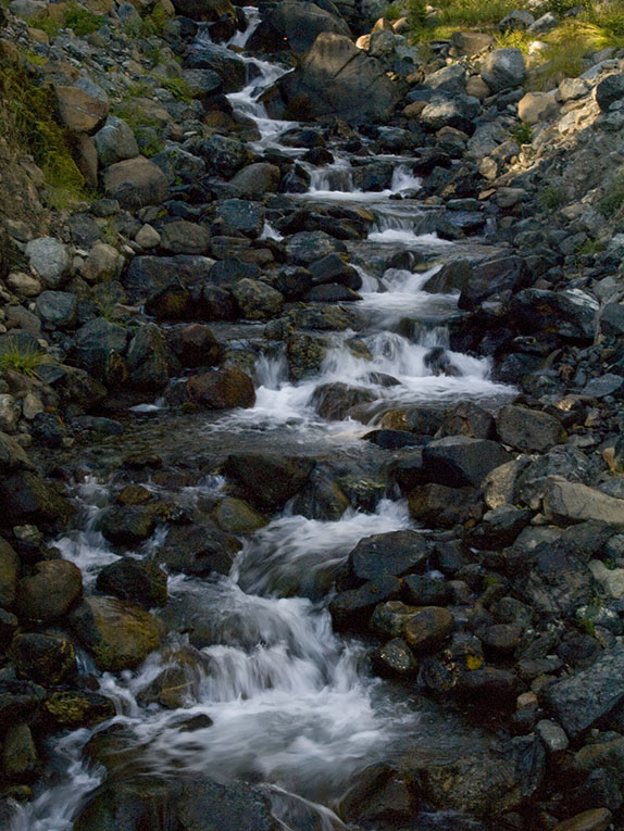 <B>Cascade</B> <BR><FONT SIZE=2>Trinity Lake, August, 2007</FONT>