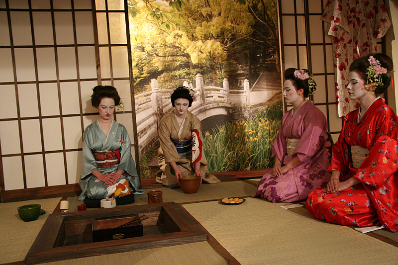 chanoyu essay history in japan tea Art of the japanese tea ceremony steven bruno art history april 12, 2012 photo of a traditional japanese tea house okinawa, japan photo of a traditional japanese tea house okinawa, japan the japanese tea ceremony was derived from the forms of the zen buddhist monks during the 9th century shortly after being introduced by the chinese, the serving of tea.
