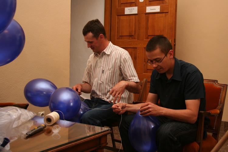 Boys pump balloons