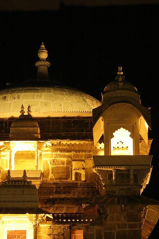 Jagmandir Palace at night