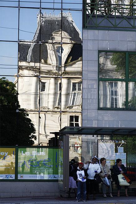 Reflet de lHôtel de Ville