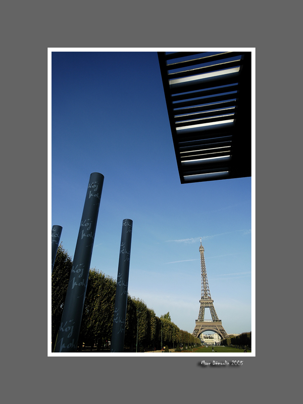 Eiffel tower and peace monument