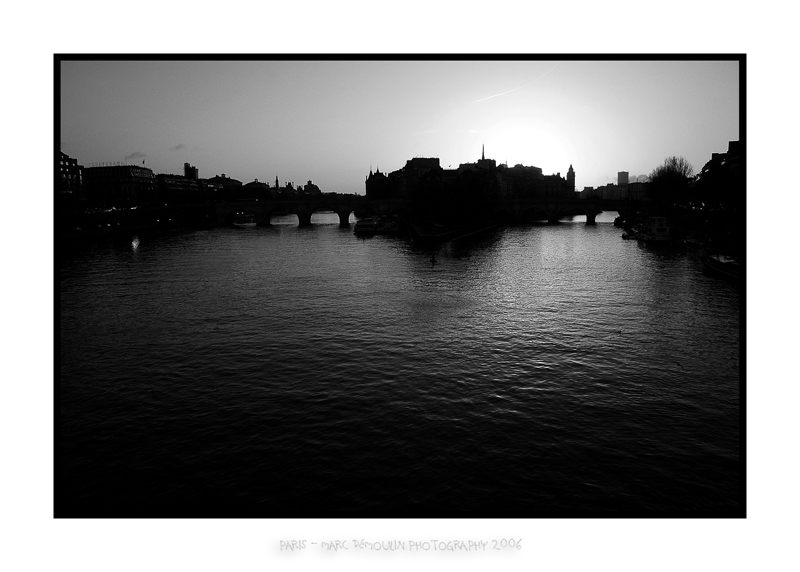 Pont neuf and Ile de la cite at dawn