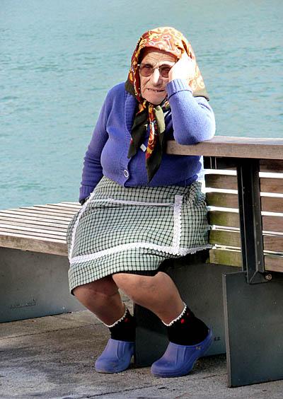 Old lady in Porto (Portugal)