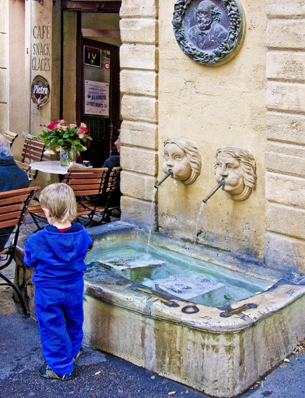 Twin fountain