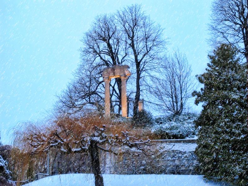 Roman pillars like snow....